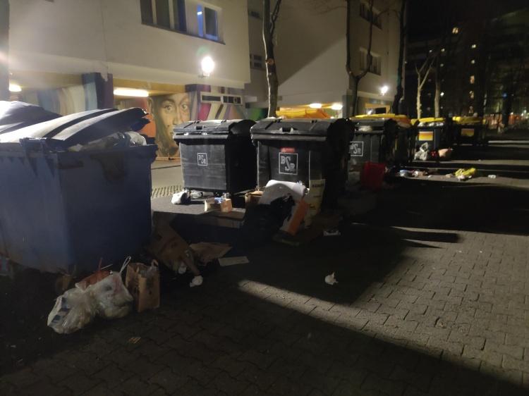 Müllplatzsituation am 27.12.2020 abends